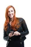 Stilfull moderiktig kvinna i ett läderomslag fotografering för bildbyråer