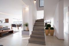 Stilfull modern trappa arkivbilder