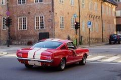 Stilfull röd bil för tappning royaltyfria bilder