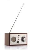 Stilfull retro radio med antennen som isoleras på vit Royaltyfri Fotografi