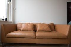 Stilfull soffa Arkivfoton