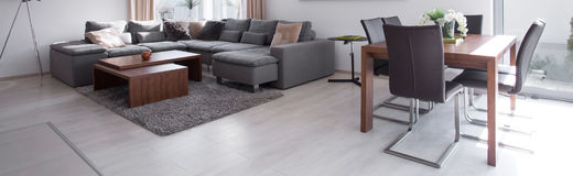 Stilfull soffa i modern design royaltyfri fotografi