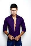 Stilfull ung man för sexigt mode royaltyfria bilder