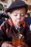 Stilfull ung pojke Arkivfoton