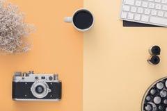 Stilfull workspace ovanför sikt Lekmanna- lägenhet Arkivfoton