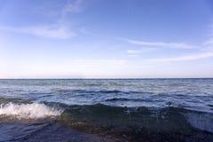 Stilfulla hav och himmel Arkivbild