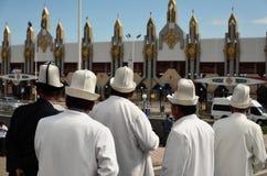 Stilfulla kirgiziska män Royaltyfri Bild