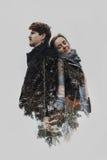 Stilfulla romantiska par i dubbel exponering med trädfilialer in royaltyfri foto