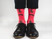 Stilfulla skor och roliga sockor Royaltyfri Foto