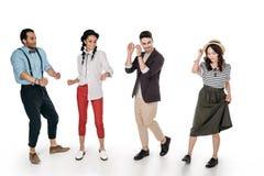Stilfullt multietniskt dansa för vänner som isoleras på vit Royaltyfri Foto