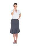 Stilfullt peka för affärskvinna Royaltyfri Foto