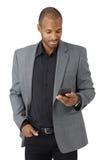 Stilig affärsman som texting Royaltyfria Bilder