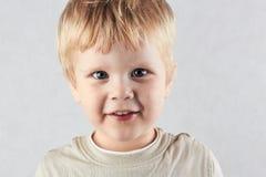Stilig blond pojke Arkivbilder