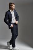 Stilig elegant man med ett tätt skägg Royaltyfria Bilder