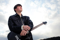 stilig gitarrist royaltyfria foton