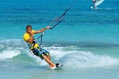 stilig kitesurfer Arkivfoton