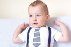 Stilig le litet barnpojke royaltyfri bild