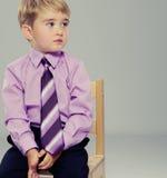 Stilig liten pojke Arkivbilder