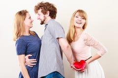 Stilig man förrådde kvinnor arkivfoton
