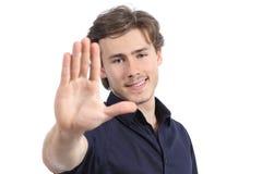 Stilig man som gör en gest stoppet eller att inrama Arkivfoton