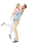 Stilig man som upp väljer och kramar hans flickvän Fotografering för Bildbyråer