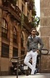 Stilig manlig modell i trendig kl?der royaltyfria foton