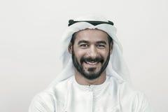 Stilig säker arabisk affärsman som ler, arabisk affärsman Royaltyfri Fotografi