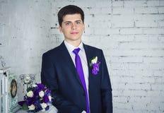 stilig stående för brudgum Fotografering för Bildbyråer