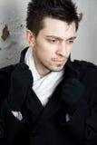 Stilig ung man som slitage en scarf Arkivbild