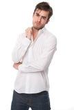 Stilig ung manlig vuxen människa som isoleras på vit arkivbild