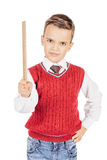Stilig ung pojke för stående med en linjal på vit bakgrund Arkivfoto