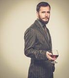 Stilig välklädd man med exponeringsglas royaltyfri foto