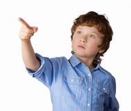 Stiliga pojkepunkter med hans finger Isolerat på Arkivfoton