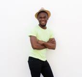 Stiligt anseende för ung man med hatten arkivbild