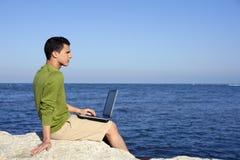 stiligt barn för strandaffärsmandator arkivbild