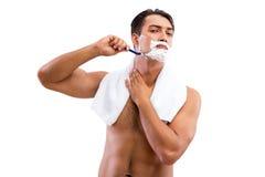 Stiligt raka för man som isoleras på vit bakgrund royaltyfri foto