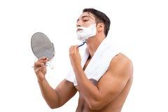Stiligt raka för man som isoleras på vit bakgrund royaltyfria bilder