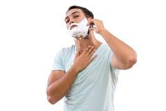 Stiligt raka för man som isoleras på vit bakgrund arkivfoto