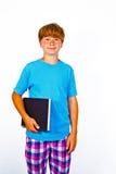 Stiligt tonårigt med boken som isoleras på vit royaltyfri fotografi