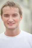Stiligt ungt ryskt male le royaltyfri foto