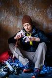 Stiligt vagga klättraren som förbereder sig för utbildning begrepp isolerad sportwhite arkivbilder
