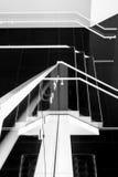Stiliserad arkitektonisk trappuppgång som Retro svartvit fotografisk konst Arkivfoton