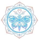 Stiliserad djur ande för totem, tigerfjäril med hjorthorn på kronhjort och mänskliga ögon på dess vingar som inramas med blom- ma Arkivfoto