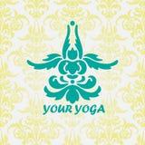Stiliserad lotusblomma poserar - padmasana Arkivfoto