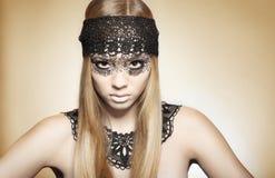 Stiliserad potrtrait av en härlig ung kvinna royaltyfria foton