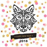Stiliserade kortet för nytt år 2018 med ` s för den svarta hunden eller huvudet för varg` s maoriframsidatatueringen Royaltyfri Foto
