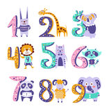 Stiliserade skraj djur som står bredvid siffraklistermärkeuppsättning royaltyfri illustrationer