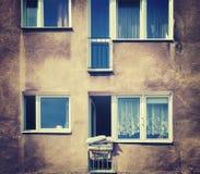 Stilisierte alte Wohnungsfassade der Weinlese Stockbild