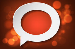 Stilisierte Papierblase auf glänzendem rotem Hintergrund Lizenzfreie Stockfotos