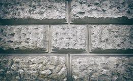 Stilisierte poröse Blockwand der Weinlese Stockfotografie
